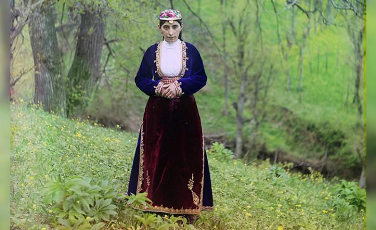 (Eastern Armenian) Հայուհին՝ Արդվինից, 1910, լուսանկարիչ Սերգեյ Պրոկուդին-Գորսկի: