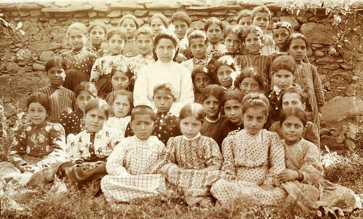 1915-ին թուրքերի կողմից Մուշում ողջակիզուած երեխաներ