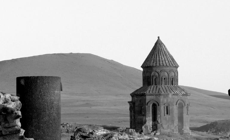 (Русский) Турки разрушили армянские памятники в поисках золота: Историк ЕГУ