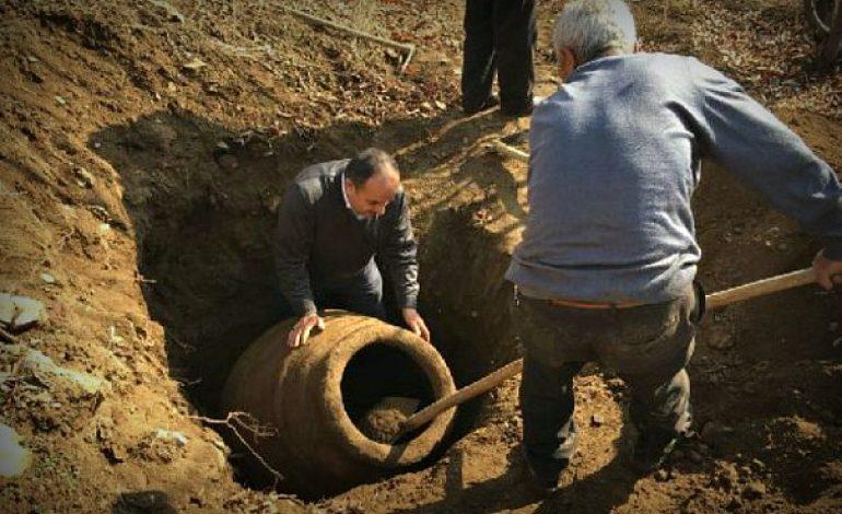 Պատմական Հայաստանի Մալաթիա նահանգում գյուղացին 2000 տարվա կարաս է հայտնաբերել իր այգում