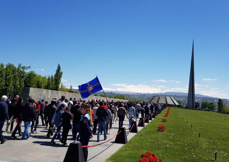 Ապրիլ 24. Արևմտյան Հայաստանի Կառավարության անդամներն այցելել են Ծիծեռնակաբերդ