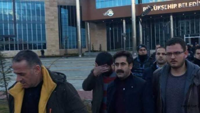 Van Büyükşehir Belediyesi Başkanı Bekir Kaya: Kayyum politikası sonucu tutukluyuz
