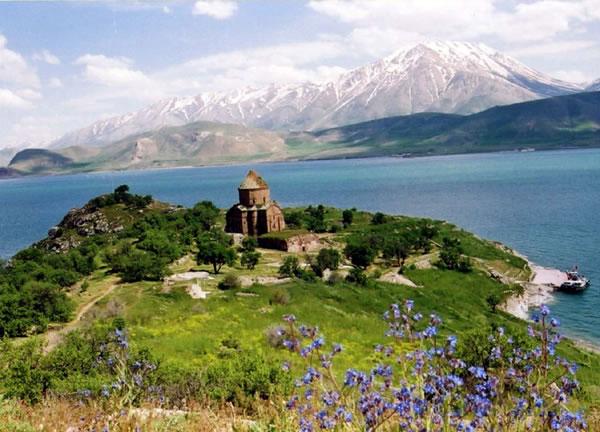 Van'daki tarihi Ermeni Aktamar Kilisesi bu yıl UNESCO Dünya Miras Kalıcı Listesine alınabilir