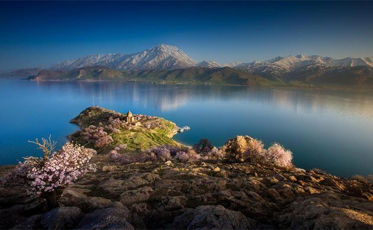 Озеро Ван спустя 25 лет может превратиться в болото: Турецкий эколог.