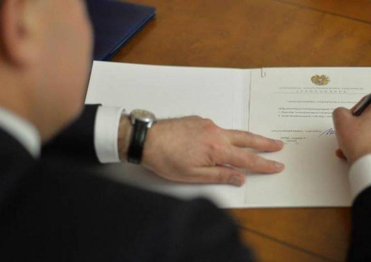 ՀՀ նախագահ Արմեն Սարգսեանի հրամանագրերով, փոխուած են ՀՀ դեսպանները Սուրիոյ ,Իրաքի եւ ԱՄն մէջ: