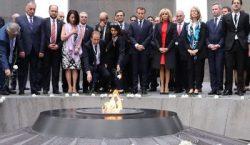 Le Président Emmanuel Macron a visité le Mémorial de Tsitsernakaberd