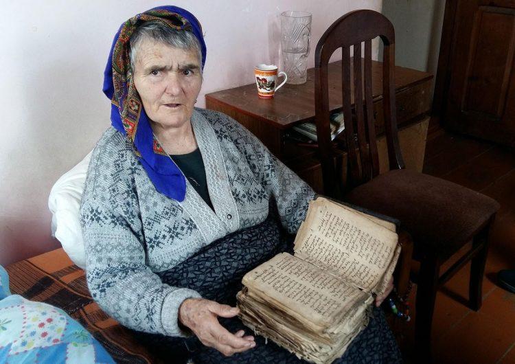 Նաստիա տատը Ջաւախքի մէջ կը պահպանէ Արեւմտեան Հայաստանէն երկու դար առաջ բերուած սուրբ գիրքերը