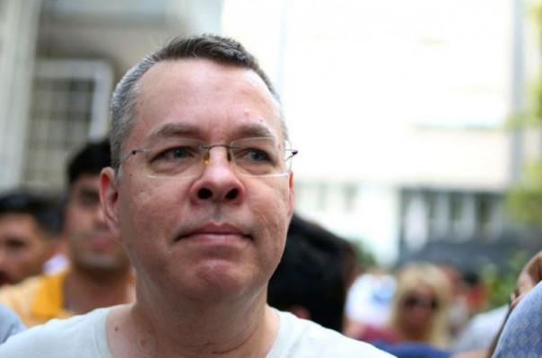 2016 yılından beri Türk cezaevinde bulunan Amerikalı din adamı serbest bırakıldı ve Türkiye'den ayrıldı
