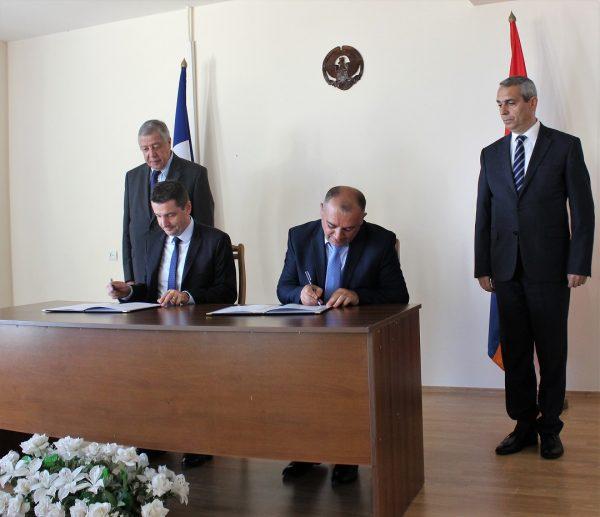 """Fransa'nın Sentetiyen belediye başkanı da Azerbaycan Dışişlerinin """"kara liste""""sinde"""