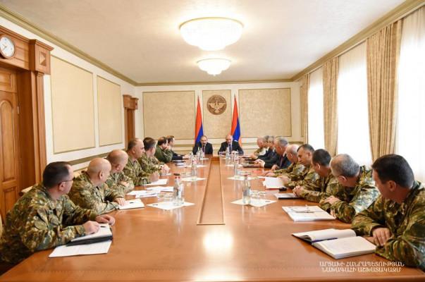 Ermenistan Cumhuriyeti ile Artsakh Cumhuriyeti liderleri Artsakh Savunma Ordusu meselelerini tartışıyor