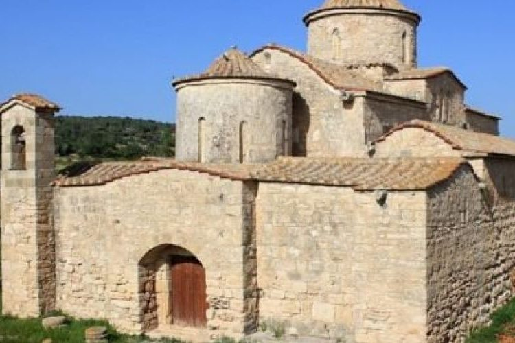 Турция истребляет армянское и греческое наследия Кипра