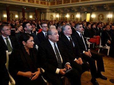 ՀՀ նախագահը Բեռլինի մէջ ներկայ գտնուած է Հայաստանի ֆիլհարմոնիկ նվագախումբի համերգին՝ նուիրուած Արամ Խաչատրեանի 115-ամեակին