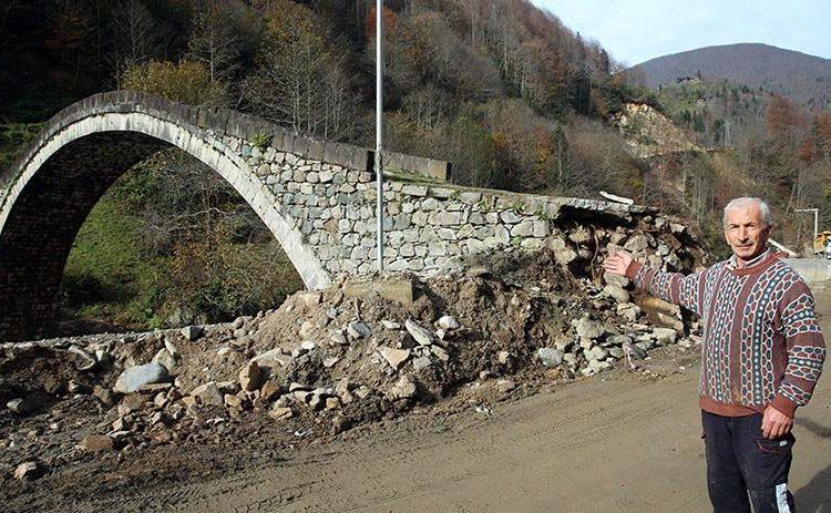 300-ամեայ պատմութիւն ունեցող կամուրջը մէկ օրուայ մէջ ոչնչացուցած են