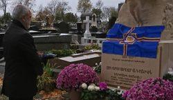 Նախագահ Արմենակ Աբրահամեանը այեցելած է Փարիզի Պէր լա Շէզ գերեզմանատուն
