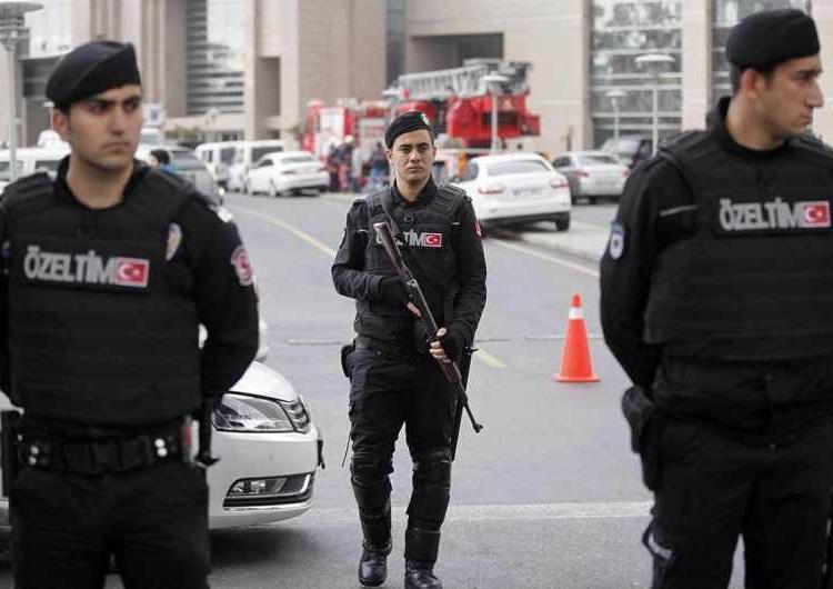 Թիւրքիոյ մէջ մէկ օրուայ ընթացքին 103 սպայ ձերբակալուած է