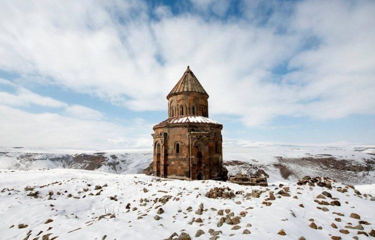 Древний город Ани покрытый снегом находится в центре внимания СМИ