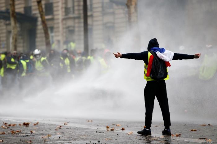Ֆրանսայի մէջ նոր թափ կ՛առնեն հակակառավարական բողոքի ցոյցերը. աշակերտներն արգիլափակած են մօտ 100 դպրոց
