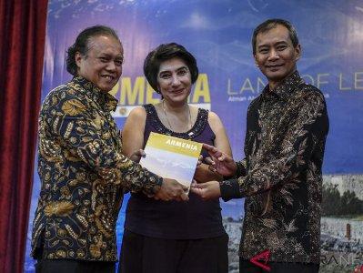 Ինդոնեզիոյ մէջ տեղի ունեցեր է «Հայաստան՝ առասպելներու երկիր» ֆոտո-գիրքի շնորհանդէսը