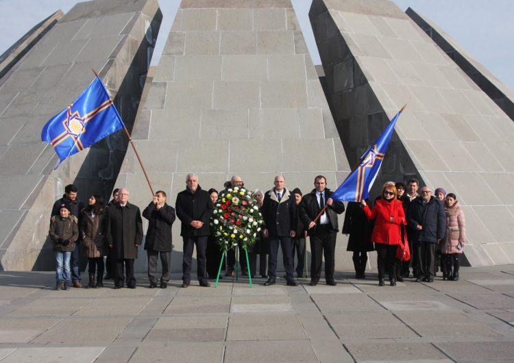 Արեւմտեան Հայաստանի վարչապետի և ԱՀԽ պատգամավորների այցը Ծիծեռնակաբերդ և Եռաբլուր
