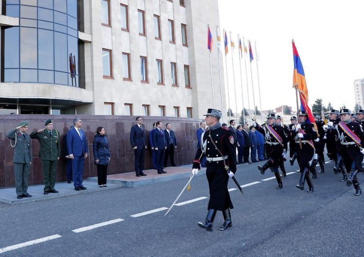Наш долг — не забывать о геноциде против армян. Министр обороны Кипра