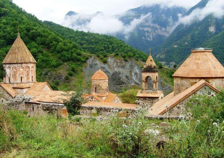 """Samvel Karapetyan: """"Dadivank""""  manastırının ünlü  çift haçkarlarını satın almaya çalıştılar"""""""
