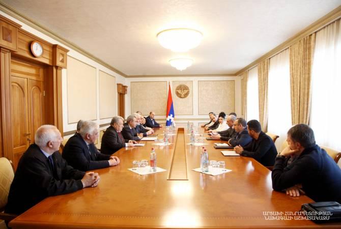 Bako Sahakyan Pan-Ermeni Oyunları Dünya Komitesi Başkanı İşkhan Zakaryan başkanlığındaki heyeti makamında kabul etti