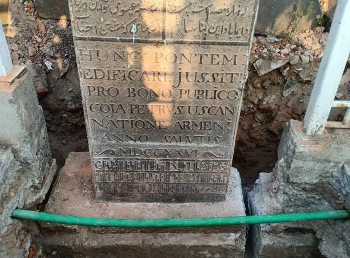 Madras'taki Ermeni Köprüsü'nün tarihini anlatan üç dilli anıt yeniden restore edildi