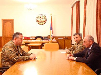 Bako Sahakyan ve Artak Davtyan ordunun sorunlarını ele aldı