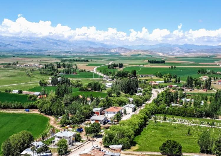 Batı Ermenistan'ın Erzinga-Erzincan şehrinde deprem