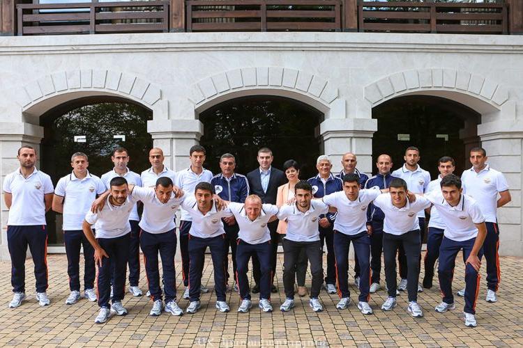 Արցախի Պետնախարարը հանդիպեր է Կոնիֆա Արցախ 2019 Եվրոպայի առաջնութեան մասնակցող Արցախի հաւաքականին եւ մարզչական կազմին հետ