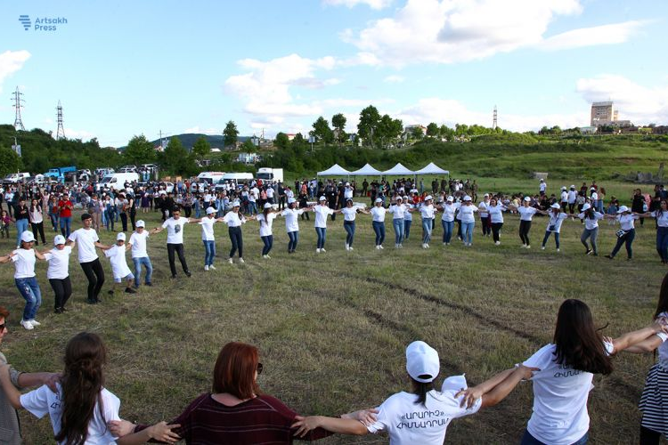 """Stepanakert'te """"Yaratıcı"""" adlı vakfın inisiyatifiyle bir festival düzenlendi"""