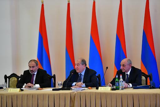 """""""Hayastan"""" adlı Pan-Ermeni Fonu Mütevelli Heyeti'nin yıllık toplantısı bir dakikalık saygı duruşuyla başladı"""