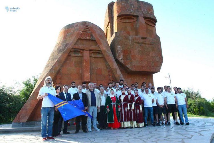 Batı Ermenistan Cumhuriyeti ulusal futbol takımı Stepanakert'te