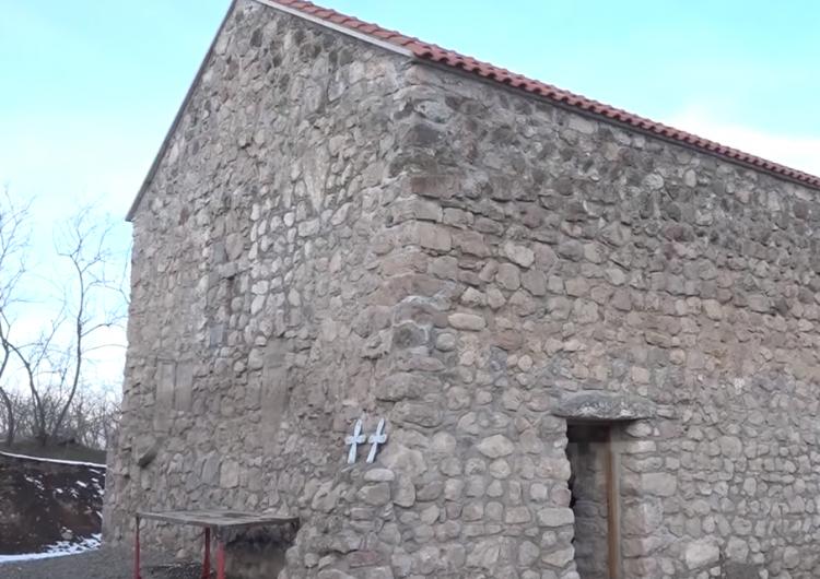 Artsakh Cumhuriyeti'nin Kaşatağ bölgesindeki 17. yüzyıldan kalma bir kilise yeniden kutsandı