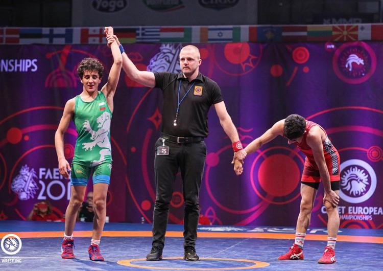 Сын олимпийского чемпиона Армена Назаряна ,Эдмонд Назарян ,в финале юношеского ЧЕ одержал победу над турецким борцом
