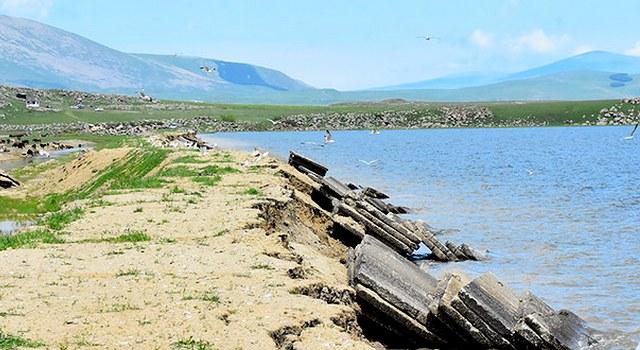 Длительность реабилитации дамбы озера Ханчалы угроза для окружения