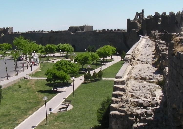 Одна из исторических стен Тигранакерта рухнула