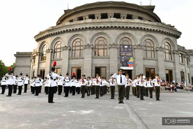 Ermenistan Cumhuriyeti ile İngiltere Savunma Bakanlıkları orkestralarının ortak konseri Yerevan'da gerçekleşti