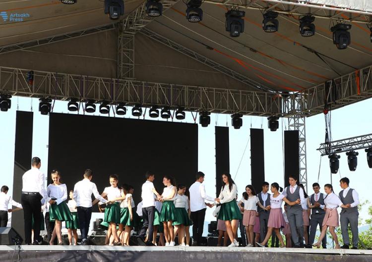 Stepanakert'te bir dans flaş-mobu düzenlendi