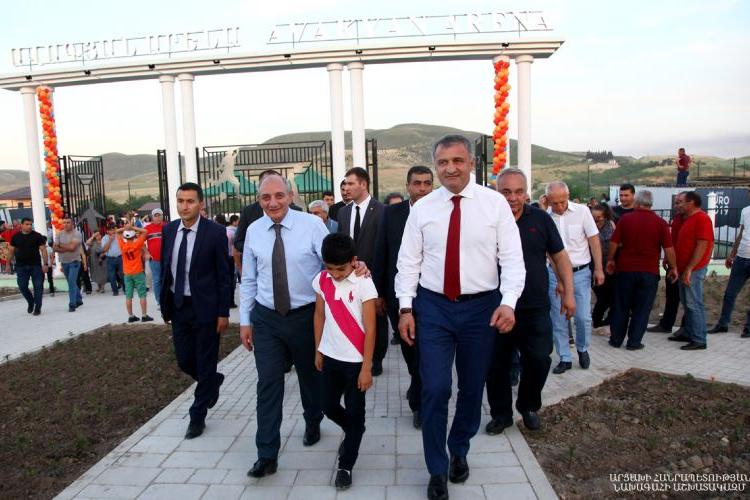 Президент Бако Саакян принял участие в церемонии открытия детского сада, спортивного зала и стадиона в Мартуни