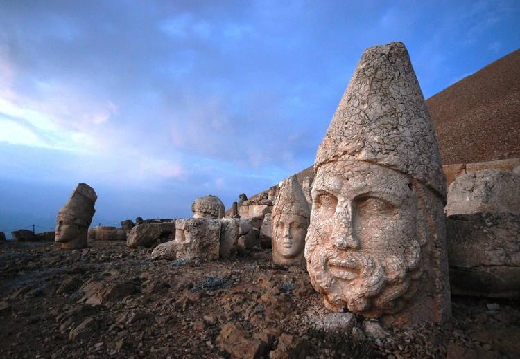Объект всемирного наследия ЮНЕСКО ,гора Немрут в Западной Армении
