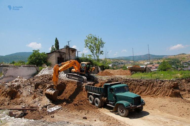 Stepanakert'te yeni bir yerleşim mahallesi inşa ediliyor