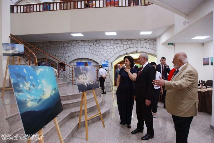 """Artsakh Cumhuriyeti Devlet Başkanı Bako Sahakyan, """"Artsakh'ın Gökyüzü"""" adlı fotoğraf sergisinin açılışına katıldı"""