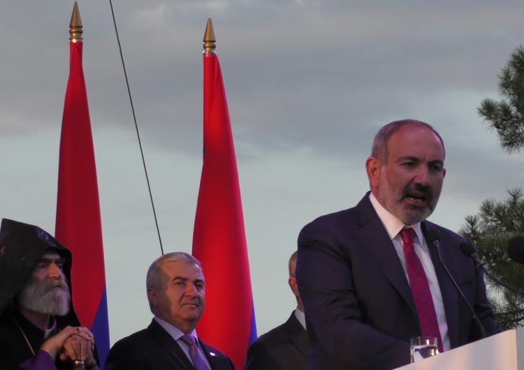 «Արցախը Հայաստան է եւ վերջ»:ՀՀ վարչապետ Նիկոլ Փաշինեանը ելոյթ ունեցեր է Ստեփանակերտի Վերածնունդի հրապարակէն