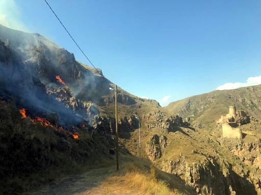 Замок  Дьявола в Ардахана в объятьях огня