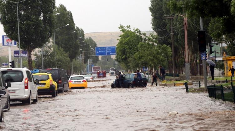 Կարինի մէջ առատ տեղացած կարկուտն ու անձրեւը  աւերածութիւններու պատճառ դարձեր են