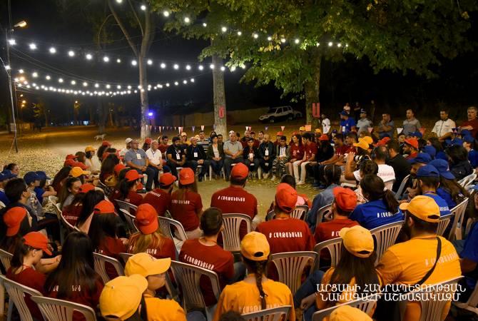 Бако Саакян встретился с участниками Всеармянского молодежного форума «Победившие 2019»