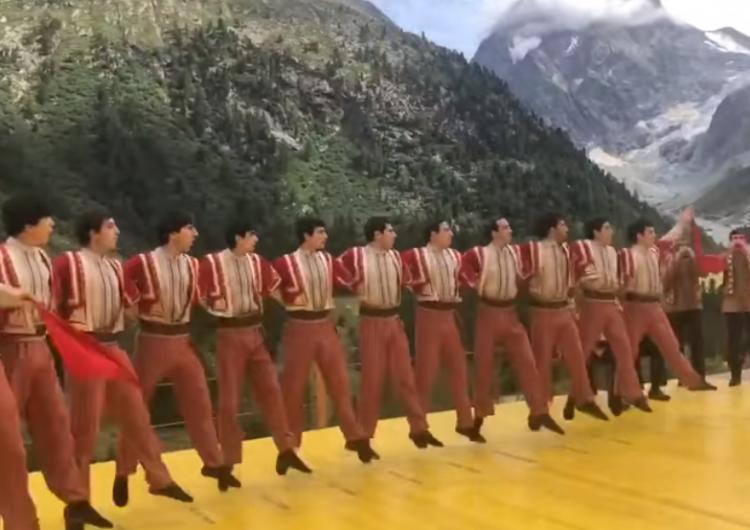 """""""Berd"""" dans topluluğunun Koçari'siyle Ermeniler İsviçre dağlarını """"salladı"""""""