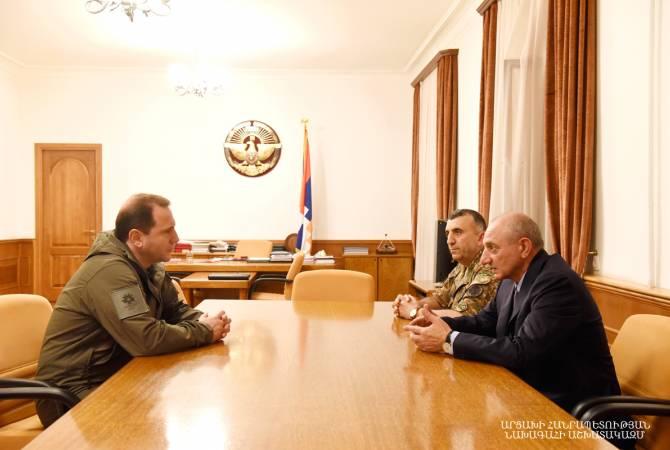 Artsakh Cumhuriyeti Devlet Başkanı Bako Sahakyan, Ermenistan Cumhuriyeti Savunma Bakanını makamında kabul etti