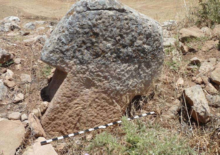 250 древних Т-образных камней, найдены на холме Карахана